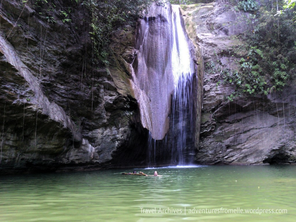 kwame falls-people swimming